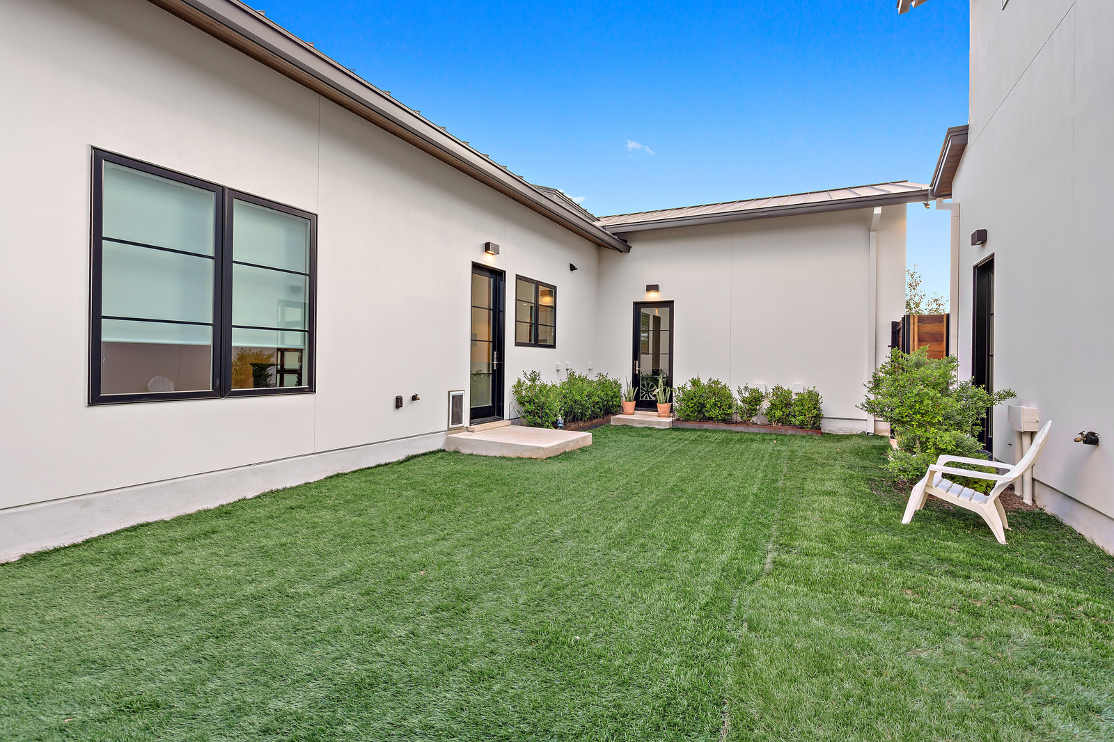 Protected courtyard with artificial turf perfect for pets